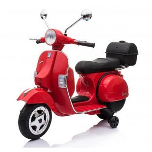 Ste fanúšikom motorizmu? Predstavte si ten pocit, ak sa budete preháňať cestou na krásnej Vespe. V tom prípade je tu pre Vás absolútna novinka v našej ponuke - elektrická motorka pre najmenších milovníkov motorizmu.Veľká exkluzívna detská motorka s rýchlosťou do 5 km/hod. Tento model exkluzívnej detskej motorky s penovými EVO kolesami a mäkkou koženou sedačkou je neuveriteľne podobný s ozajstným skutočným motocyklom. Stačí nasadiť prilbu a vyraziť. Štart vlastným kľúčom s charakteristickým zvukom je rajom u všetkých milovníkov motoriek.
